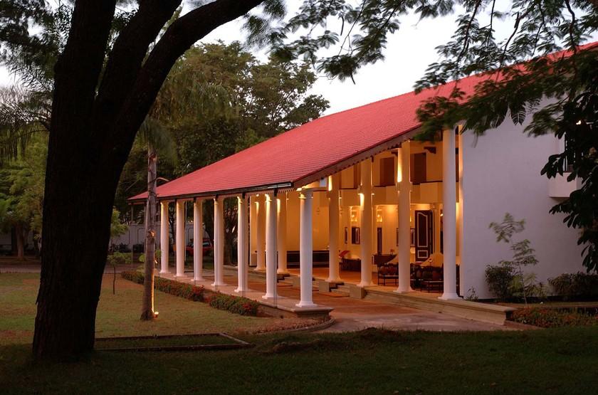 Sri lanka   l h tel cinnamon lodge habarana hotel front slideshow