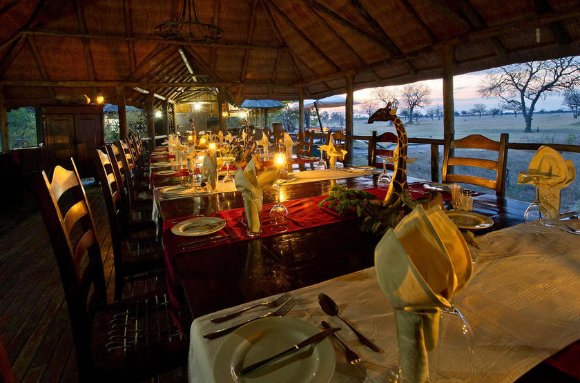 Makalolo Camp, Park Hwange, Zimbabwe, restaurant