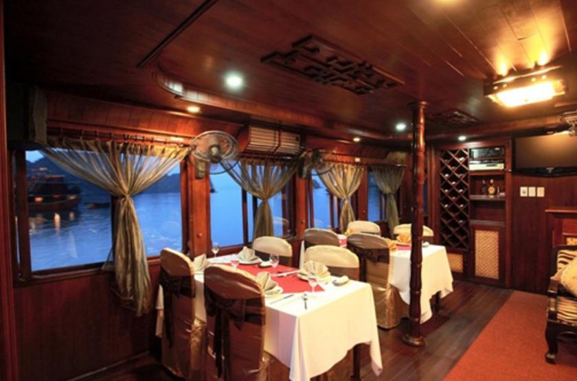 Jonque privée Petit Victory Star, Baie d'Halong, Vietnam, restaurant