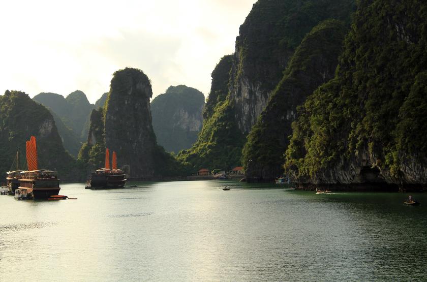 Jonque privée Petit Victory Star, Baie d'Halong, Vietnam