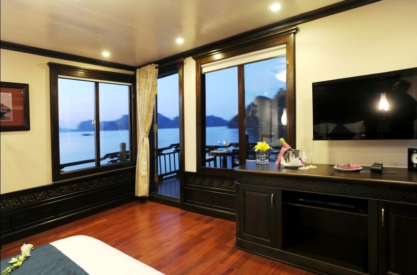 Master suite avec balcon slideshow