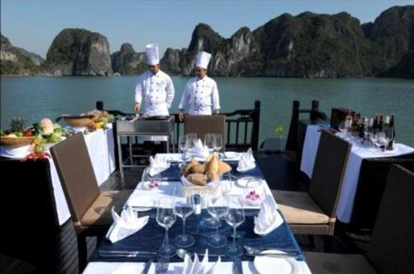 Jonque Paradise Privilège, Baie d'Halong, Vietnam, lunch