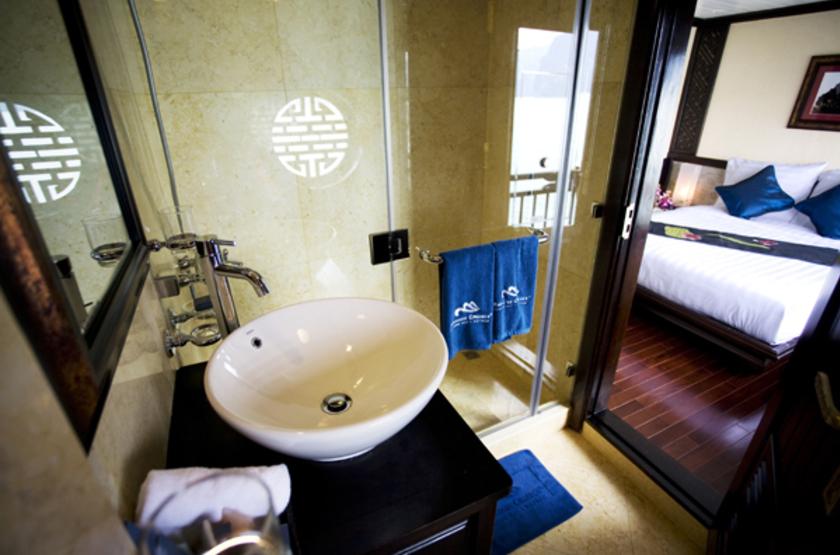 Jonque Paradise Privilège, Baie d'Halong, Vietnam, salle de bains