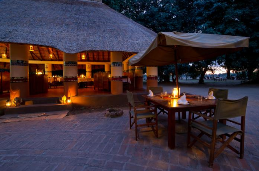 Flagdogs Camp, South Luangwa, Zambie, camp fire