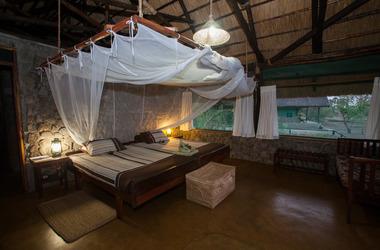 Malawi shire river liwonde  mvuu camp   room listing