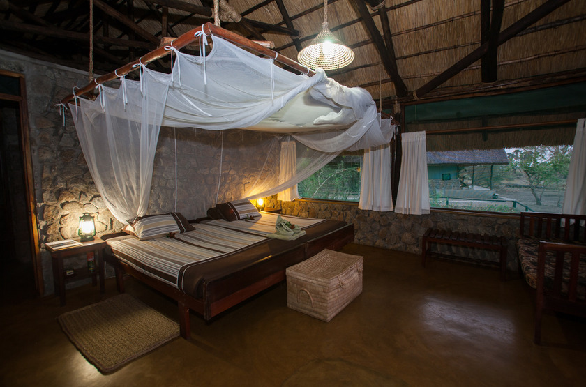 Malawi shire river liwonde  mvuu camp   room slideshow
