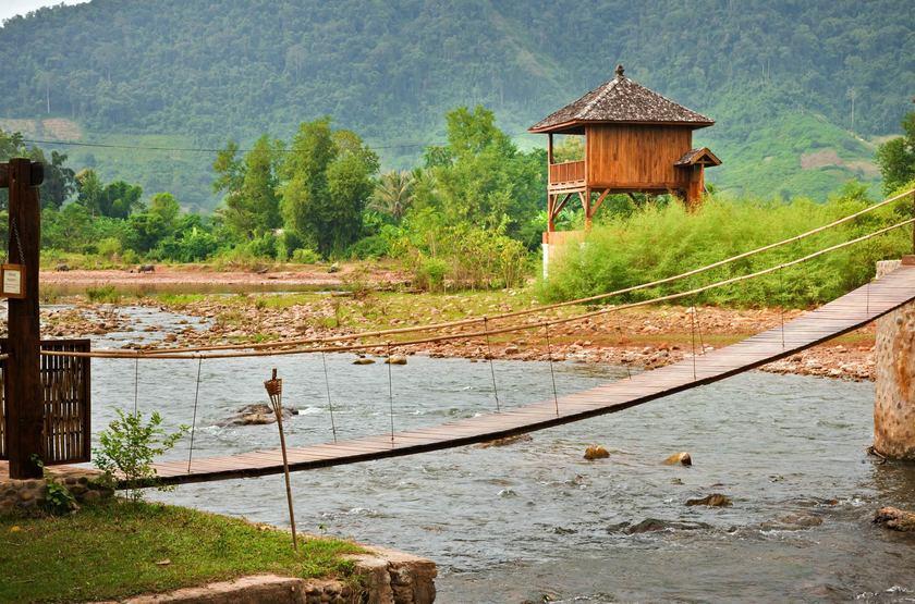 Muang La Resort, Laos, petit pont de bois