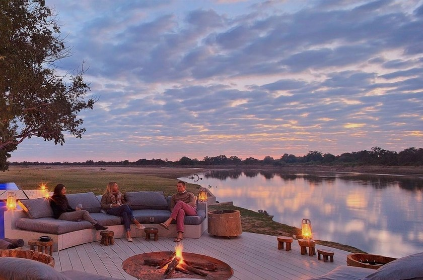 Chinzombo, South Luangwa, Zambie, camp fire