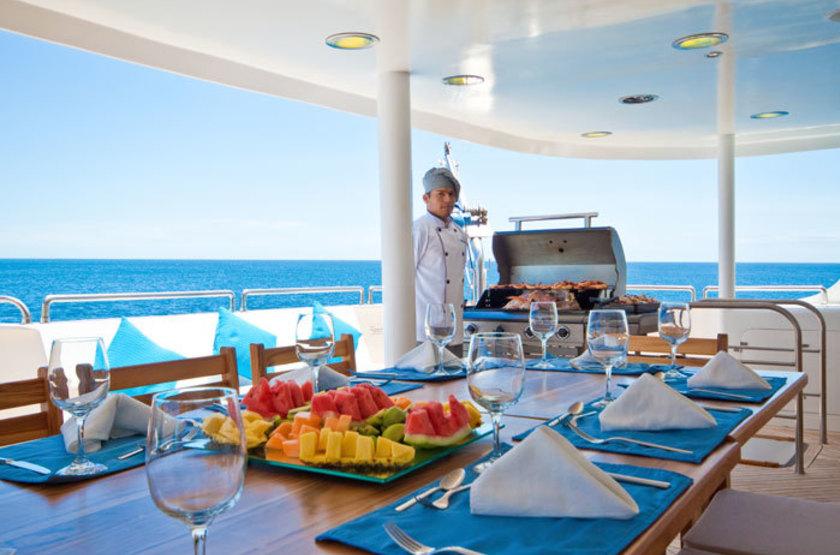 Catamaran Cormorant, Galapagos, Equateur, restaurant