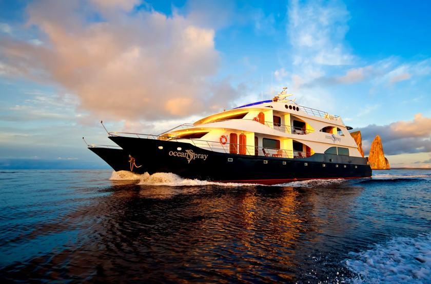 Catamaran Ocean Spray, Galapagos, Equateur, bateau