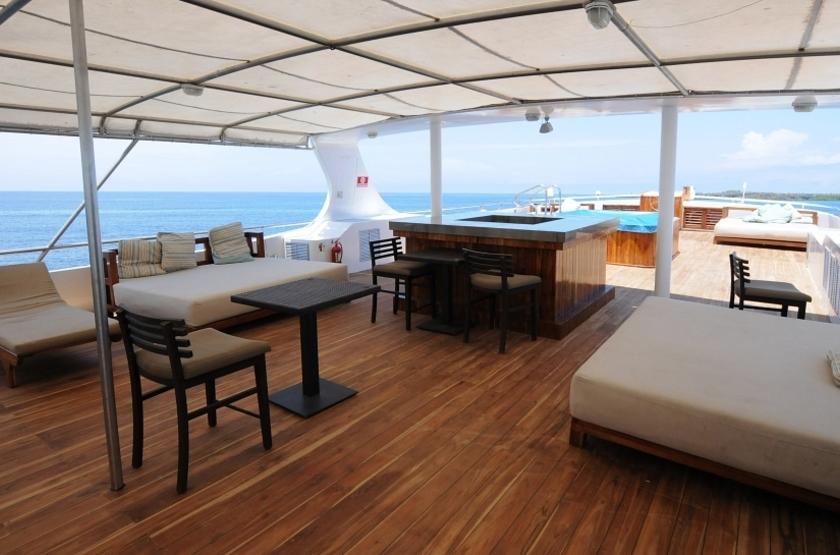 Yacht Grand Odyssey, Galapagos, Equateur, salon extérieur