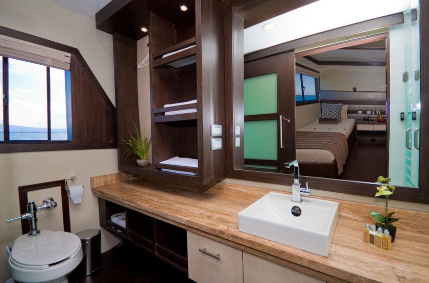Yacht Grand Odyssey, Galapagos, Equateur, salle de bains