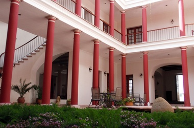 Villa antigua sucre patio listing
