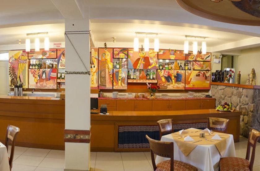 Taypikala cusco bar restaurant slideshow