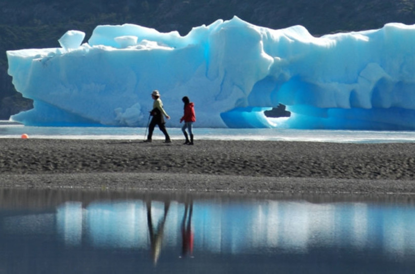 Grey icebergs 800x423 slideshow