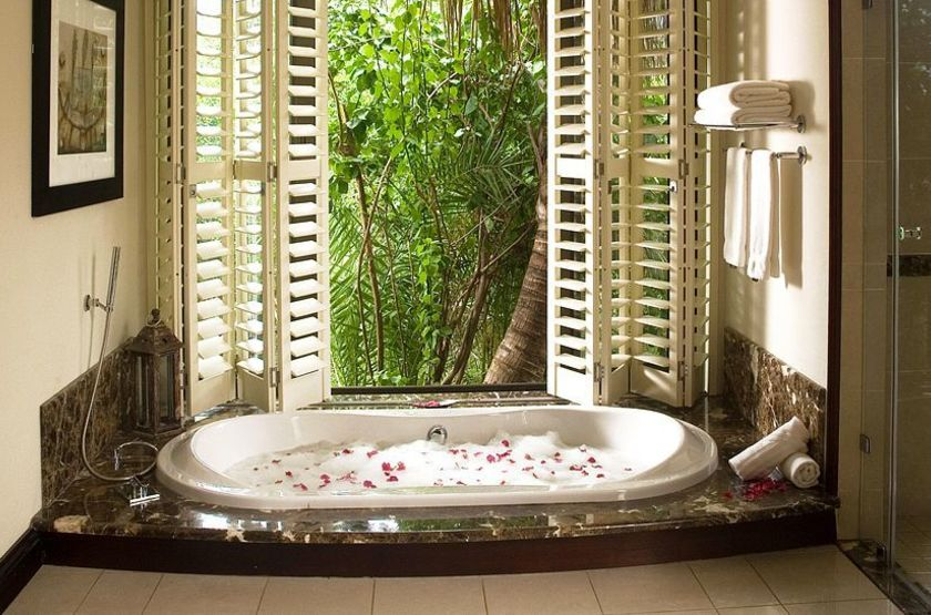 011102 11 villa bathtub slideshow