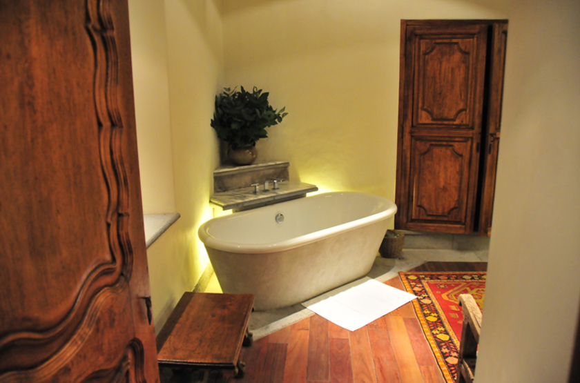 Casona bathroom slideshow