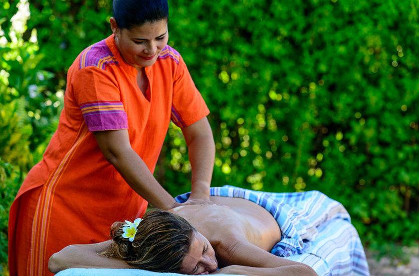 Massages au centre spa  bahia mar vilankulos  mozambique slideshow