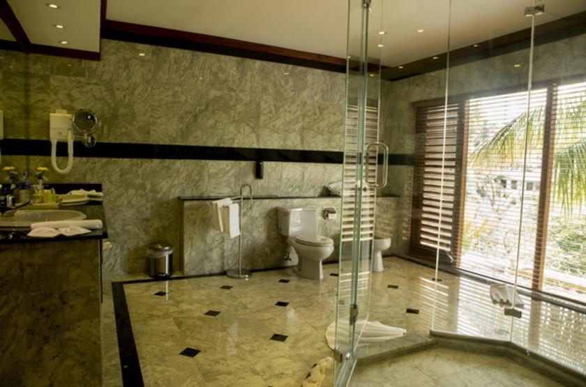 Mahaweli Reach Hotel, Sri Lanka, salle de bains