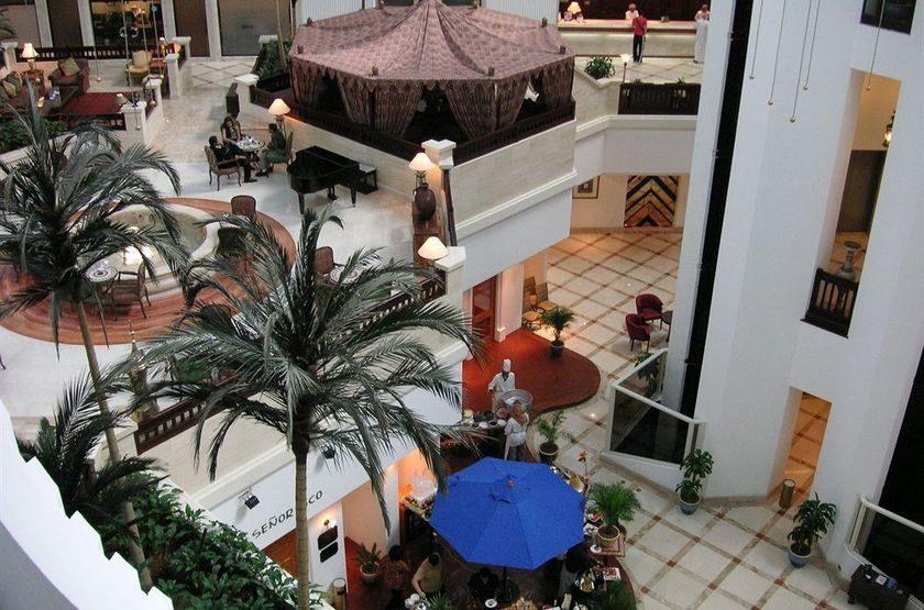 Intercontinental Muscat, Oman, piano bar