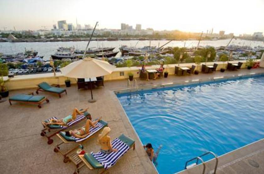 Hotel carlton tower  dubai  piscine ext. slideshow