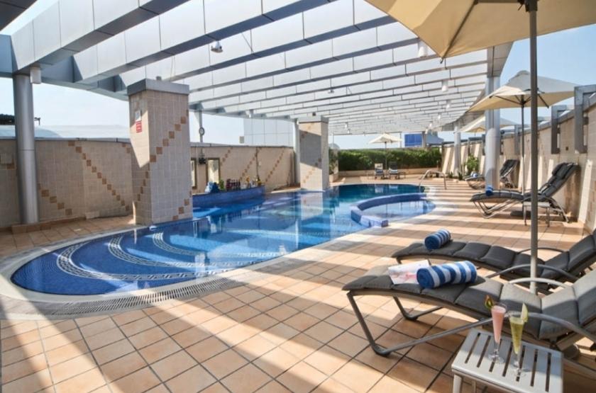 Hotel city seasons dubai emirats arabes piscine slideshow