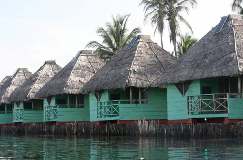 Dolphin Lodge - Ile Uaguinega, San Blas, Panama, bungalows