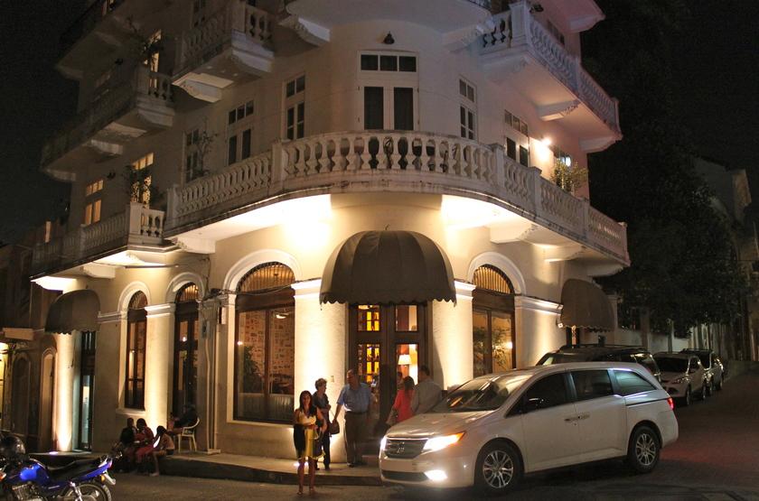 Las clementinas hotel restaurant slideshow