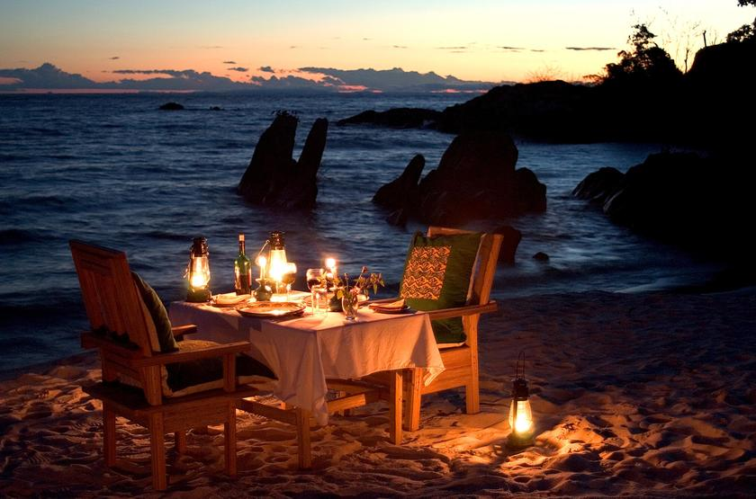 Mozambique   lodge nkwichi   table restaurant   plage slideshow