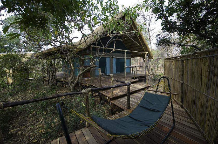 Malawi shire river liwonde   mvuu lodge   cabane slideshow