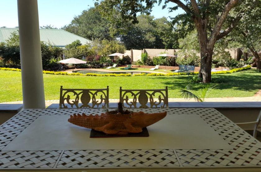 Batonka Guest Lodge, Victoria Falls, Zimbabwe, jardins avec piscine