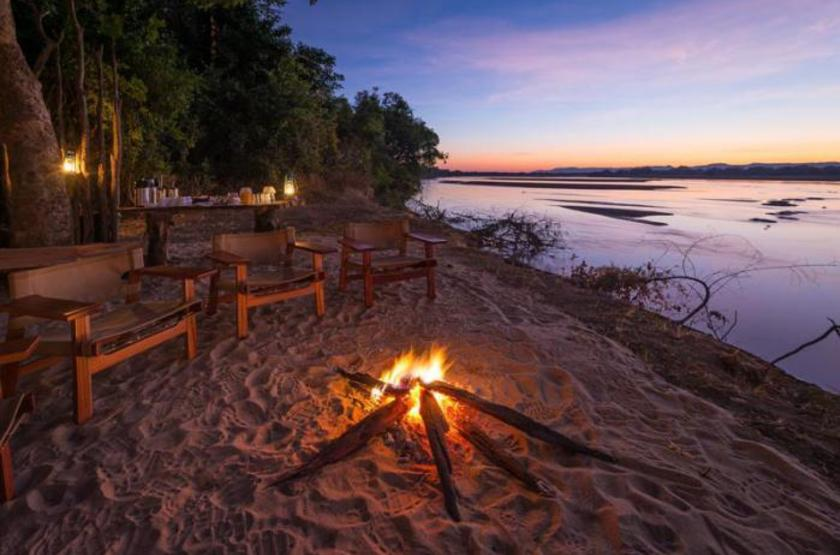 Bilimungwe Camp, South Luangwa, Zambie, camp fire