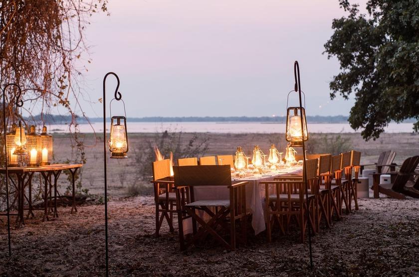 Chikwenya Camp, Parc de Hwange,  Zimbabwe, salle à manger