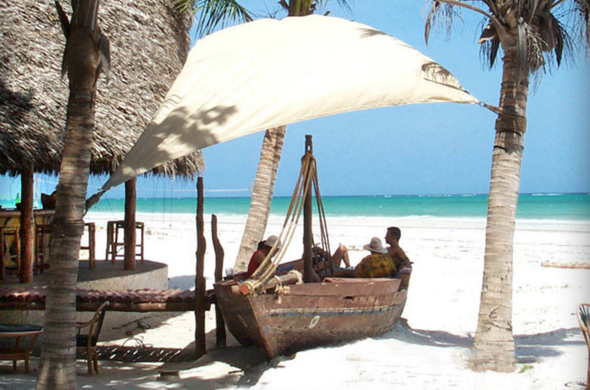 Pinewood Beach Resort & Spa, Diani, Galu Beach, Kenya, bar de plage