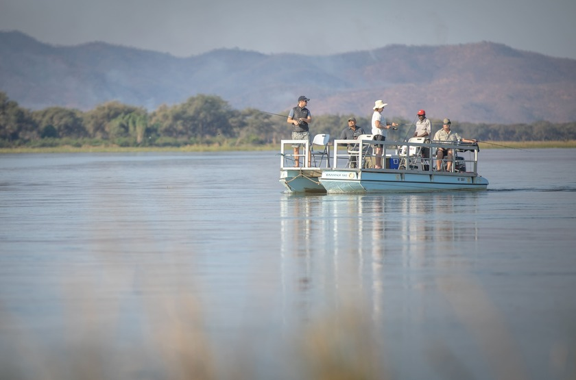 Chikwenya Camp, Parc de Hwange,  Zimbabwe, bateau, safari
