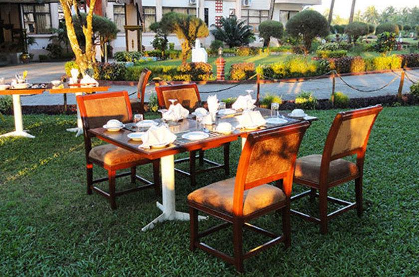 Birmanie - Royal Sittwe Resort - Restaurant extérieur