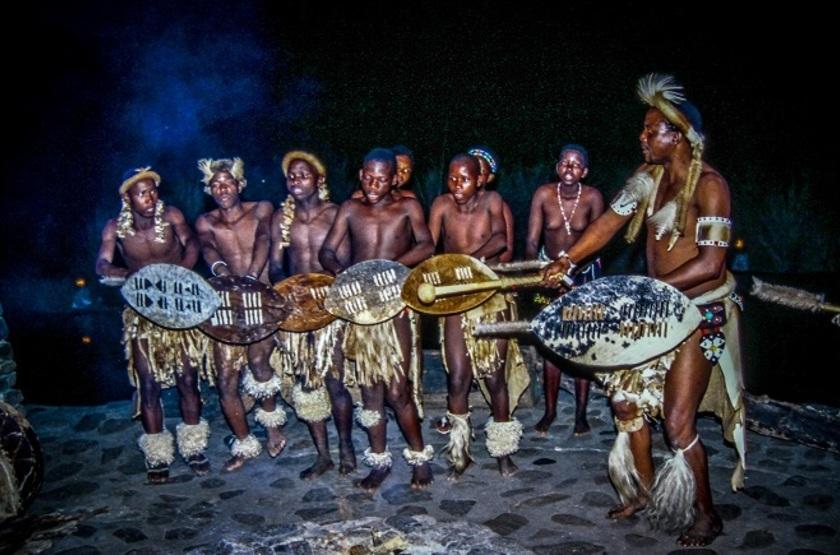 Simunye Zulu Lodge, KwaZulu Natal, Afrique du Sud, danse Zulu