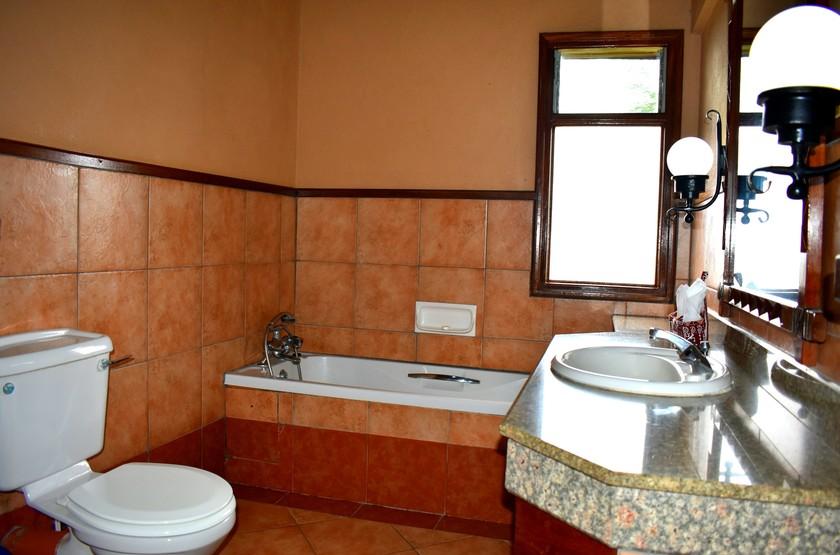Lake Nakuru Lodge, Kenya, salle e bains chambre deluxe
