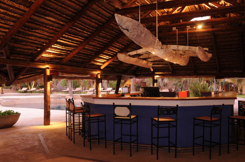 Pestana Bazaruto Lodge, Mozambique, bar