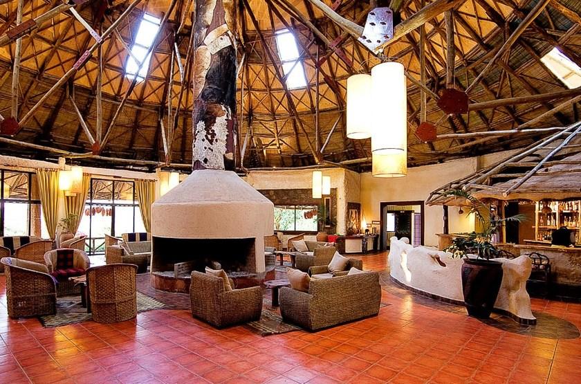 Amboseli Sopa Lodge, Amboseli, Kenya, salon bar