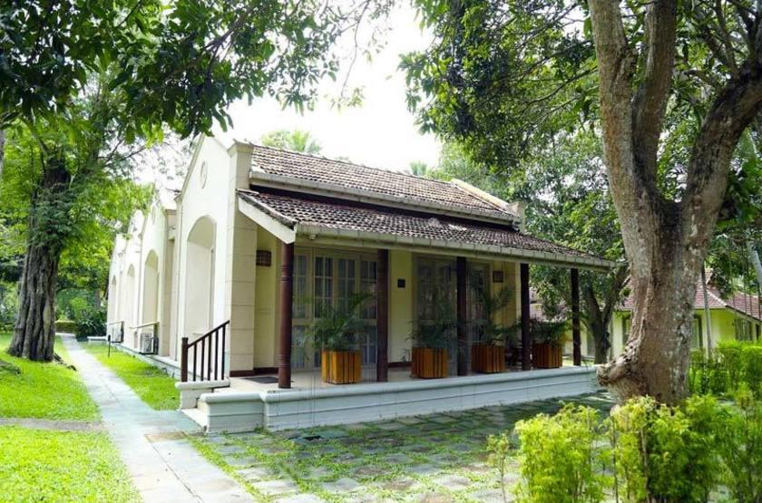 Sri Lanka - Tamarind Tree - Bungalow