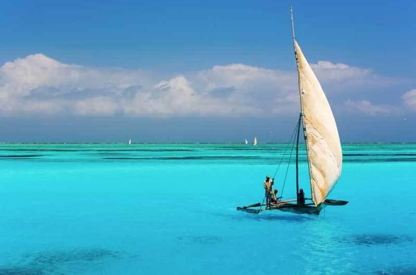 Catamaran dans l'atoll de Mnemba, Zanzibar