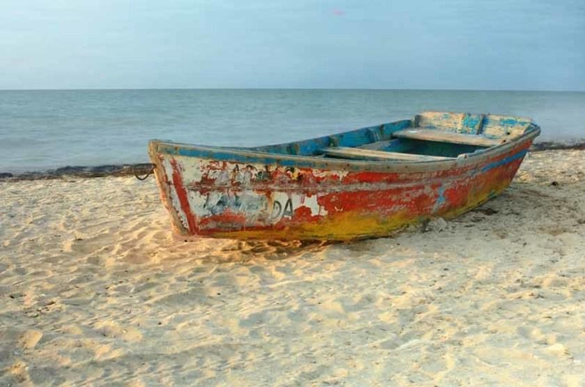 Bateau sur une plage de Progreso, Mexique