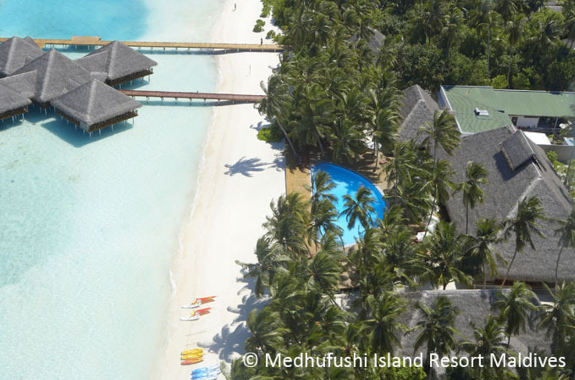 Medhufishi island resort   piscine et bar 2 slideshow