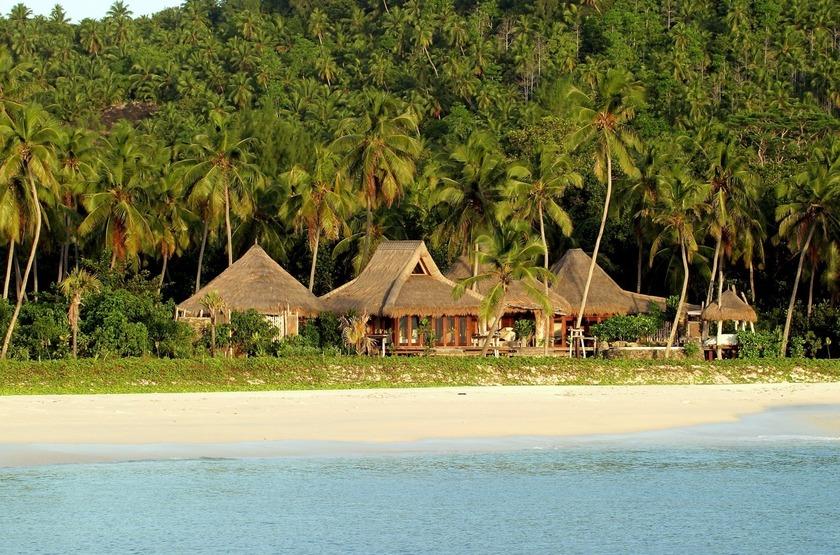 Seychelles   north island   villa bord de mer slideshow