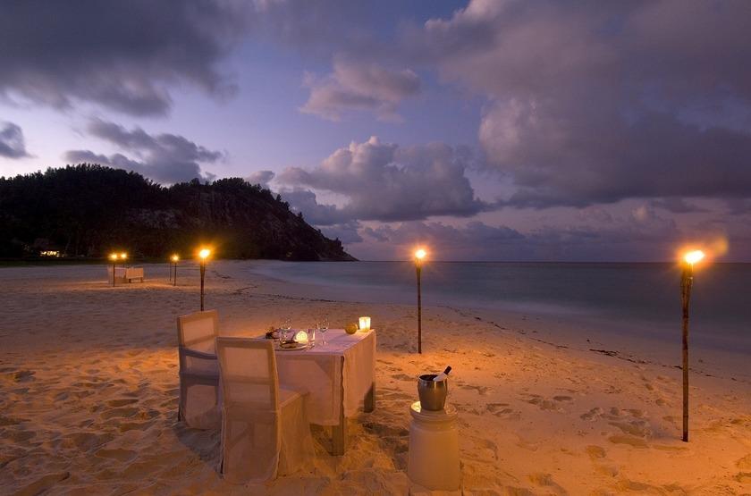 Seychelles   north island   diner slideshow