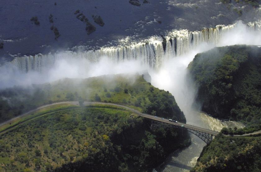 Victoria Falls Zimbabwe  city pictures gallery : ... Zimbabwe, découvrez les majestueuses chutes Victoria, l'une des