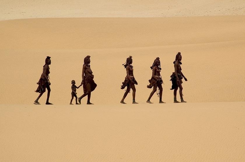 Himbas dans le Kaokoland, Namibie