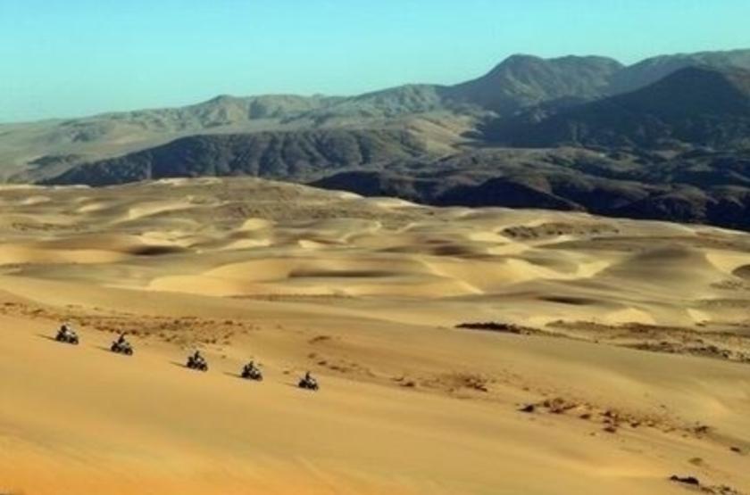 Quad dans les dunes du Kaokoland, Namibie