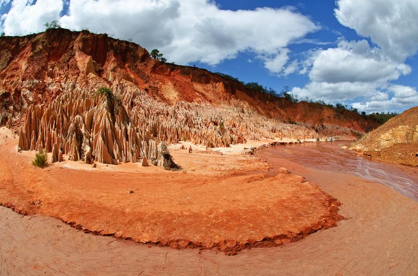 Voyage à Madagascar, Tsingys rouge
